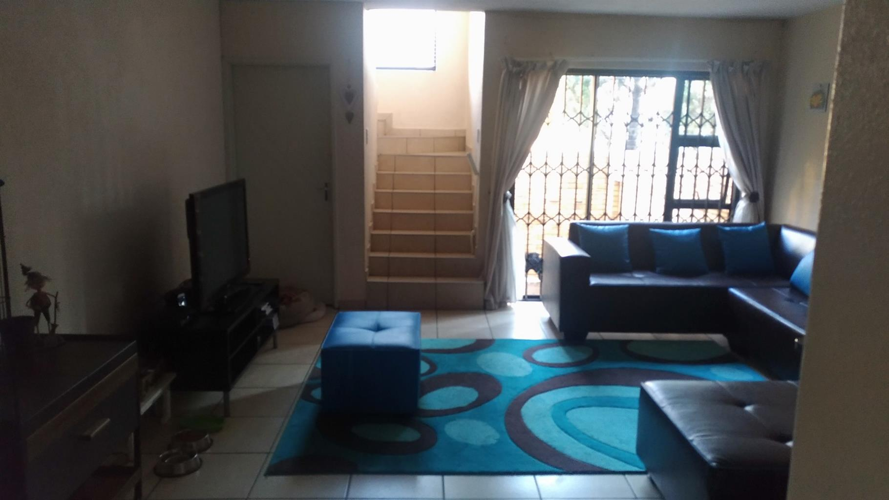 Cozy 2 bed room double storey unit in general alberts park R 7,200