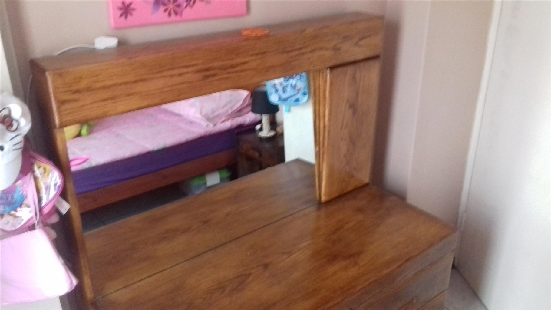 Table dresser with stool