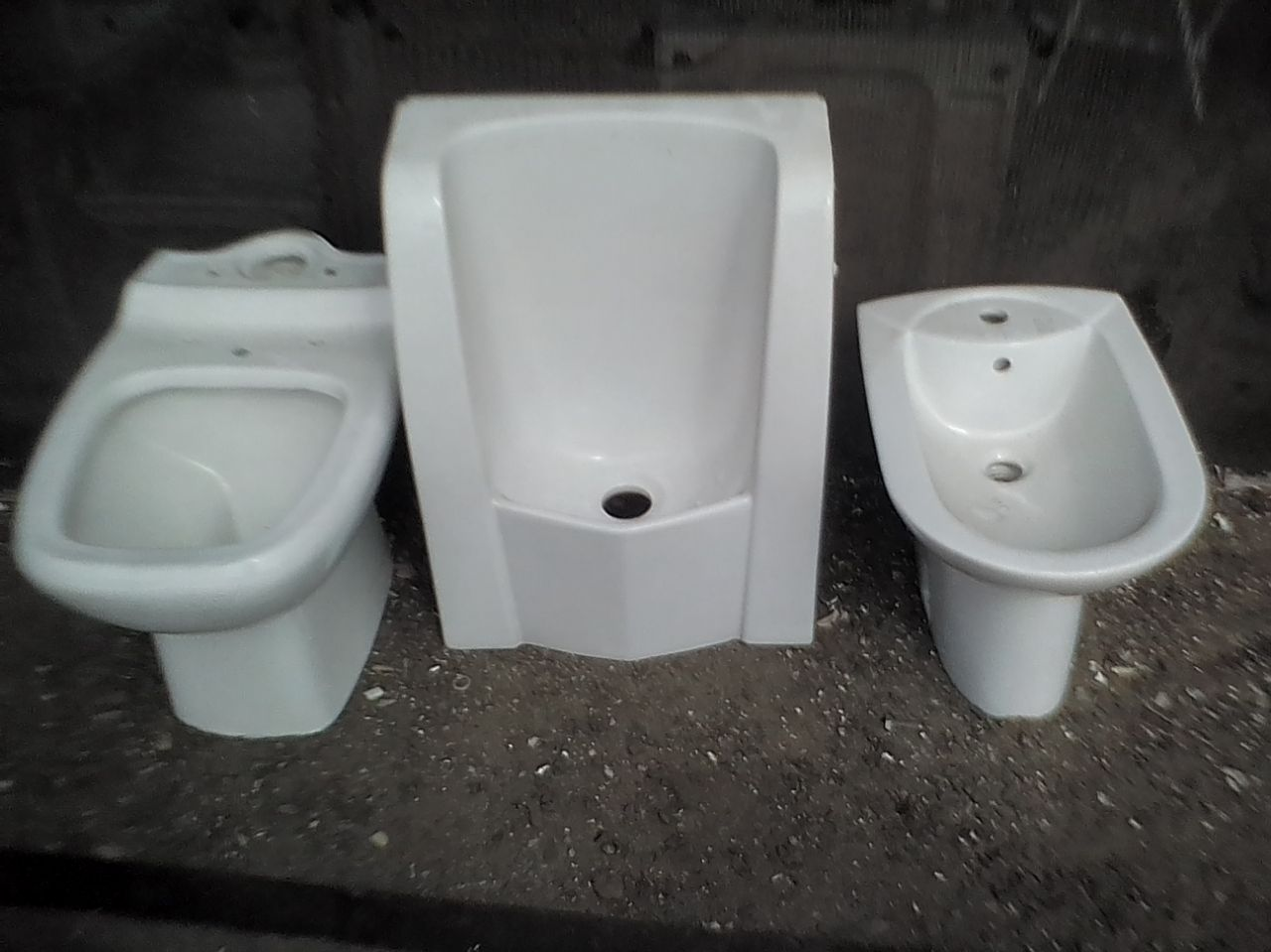 TOILETS AND URINAL R450