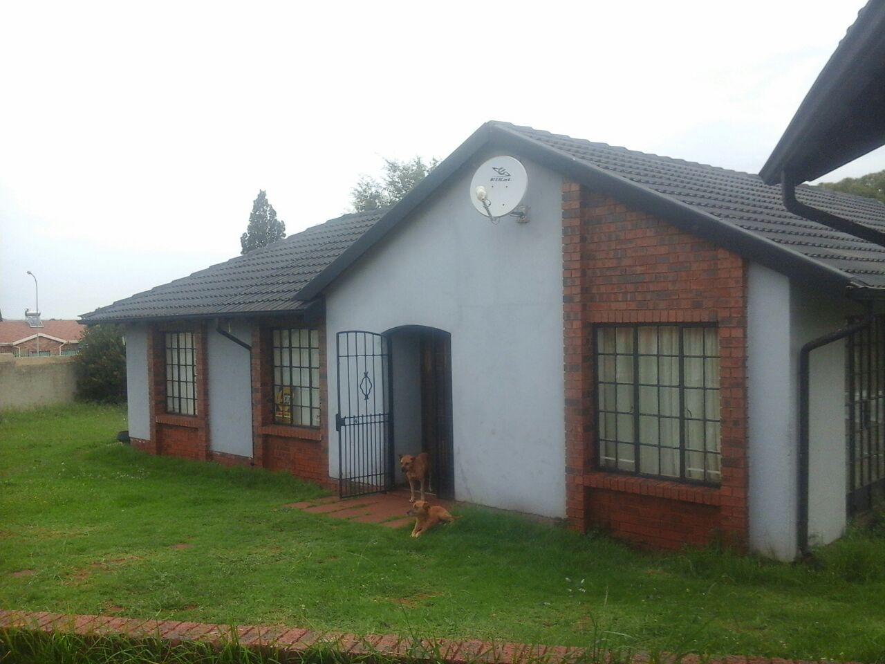 3beds house to let in lenasia south