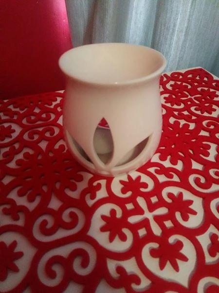 Beige mini cup vase