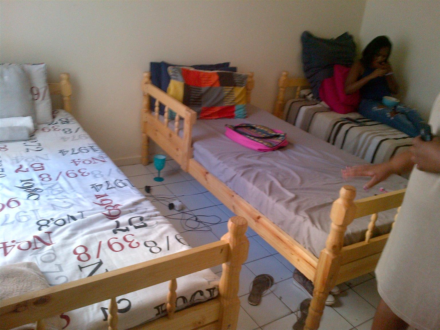Durban Neat Flat To Share NO DEPOSIT