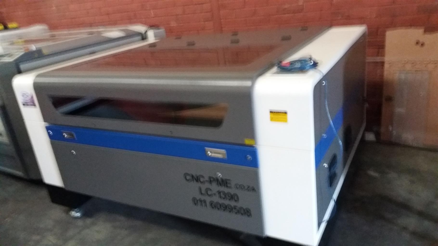 kl 1.3mx900mmx100/130w up/down table autofocus laser head