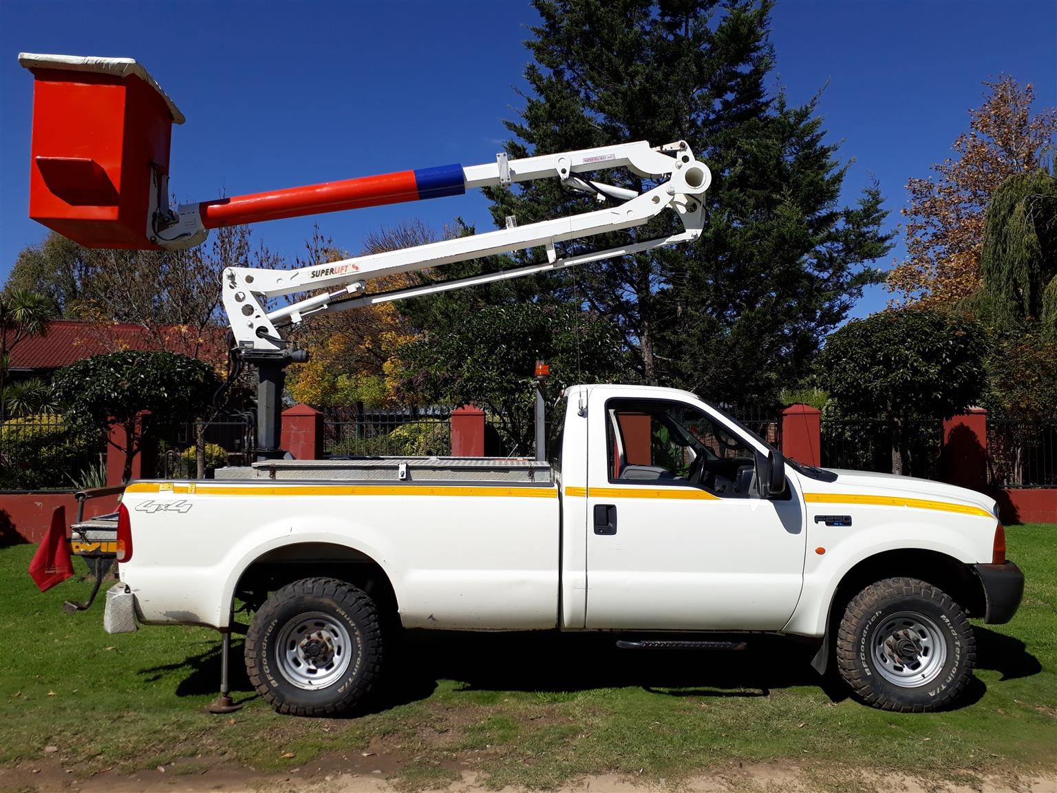 2007 Ford F250 4x4 XL Single Cab with Cherry Picker