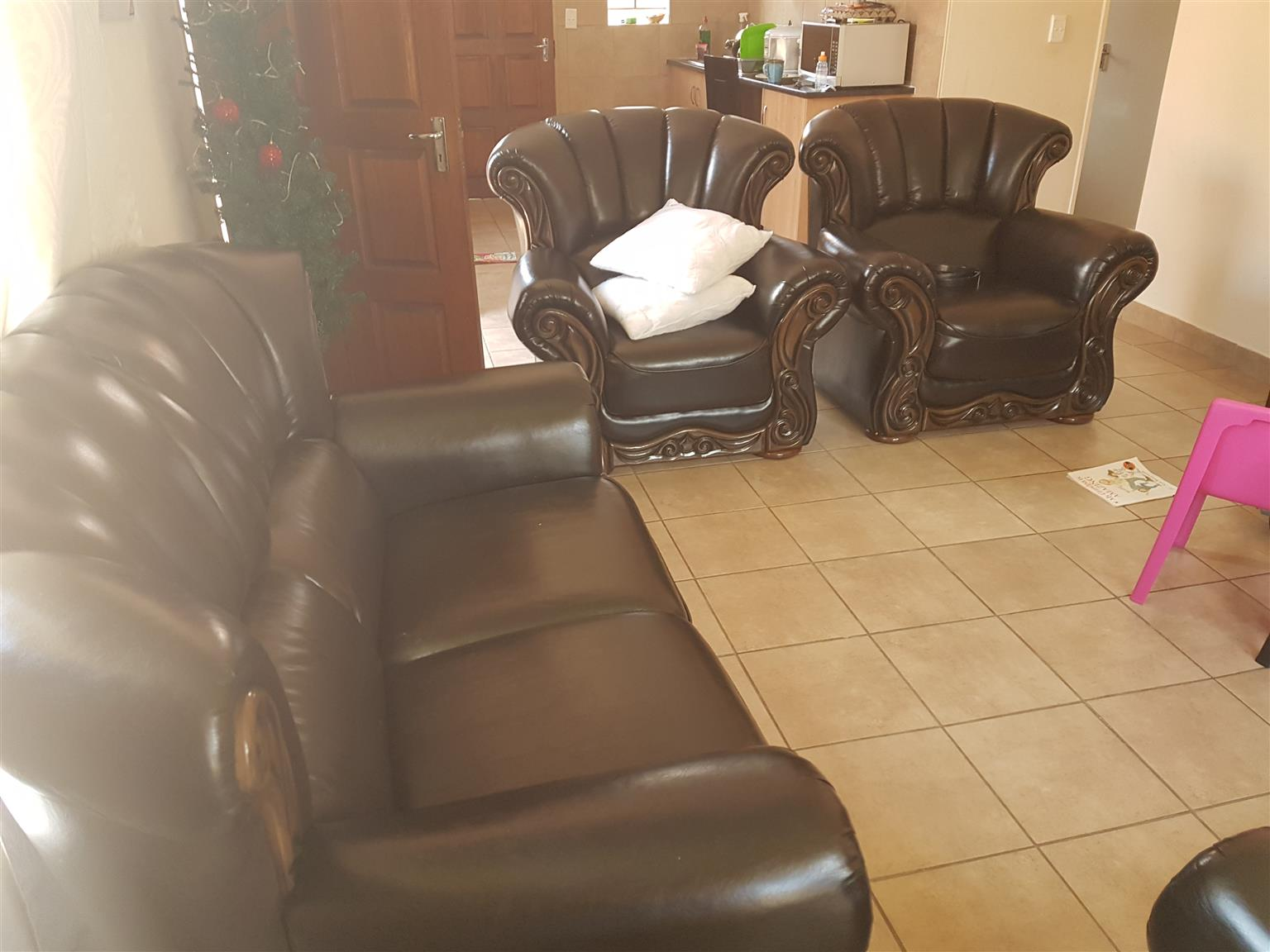 R7200 Sofas for sale
