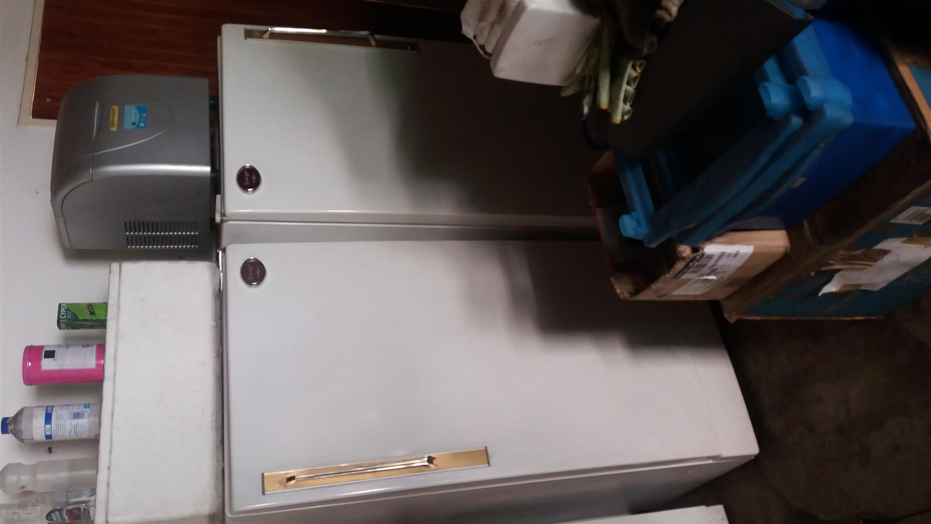 Fuch ware fridge and freezer