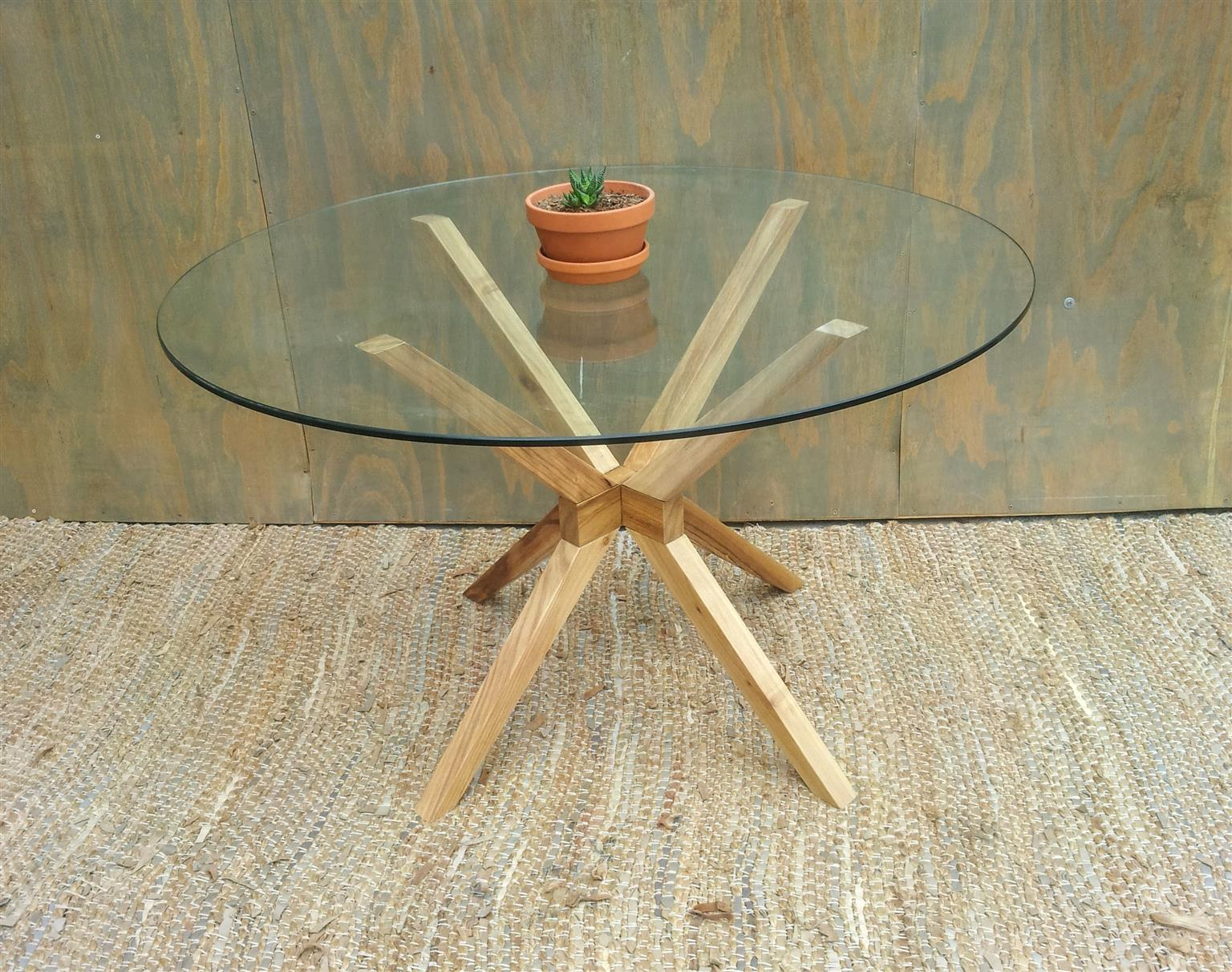 Round Table,Tapered Base Round Glass Table