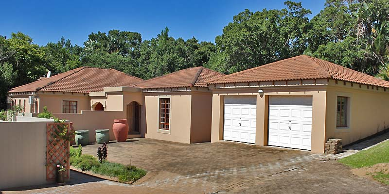 Immaculate free standing Tuscan style villa, elite Southbroom. – R2,6m