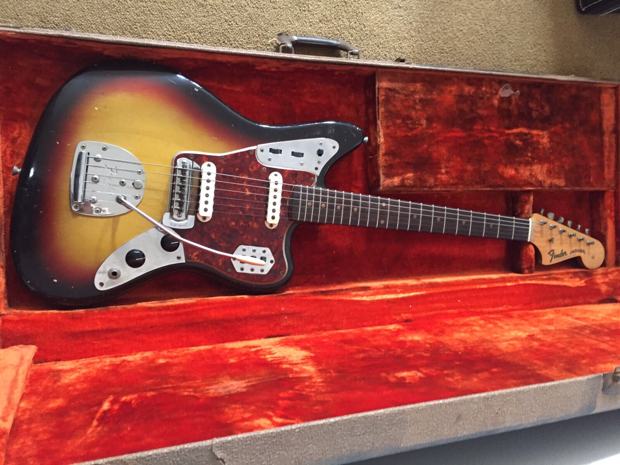 Guitars Wanted - Old Fender, Gibson Vintage Guitars + Amps Wanted for Cash!