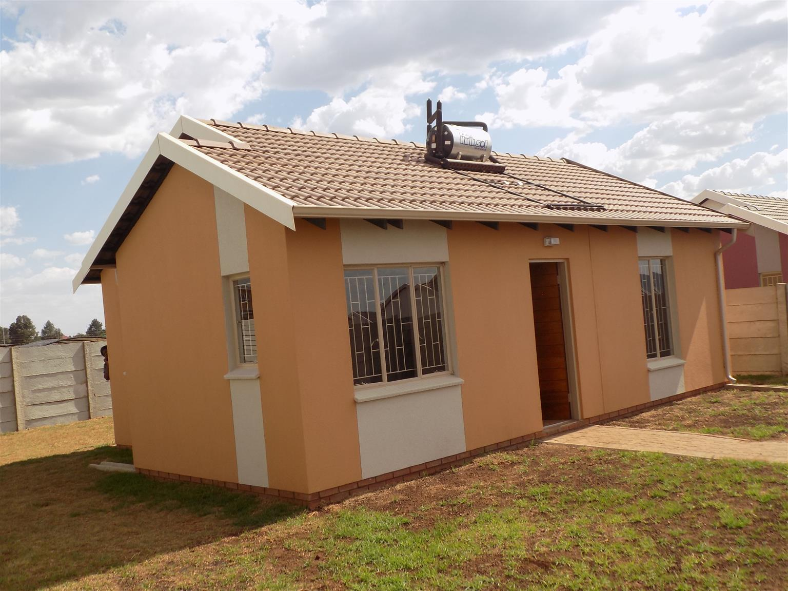 3 Bed Family Home In Windmill park (Vosloorus )