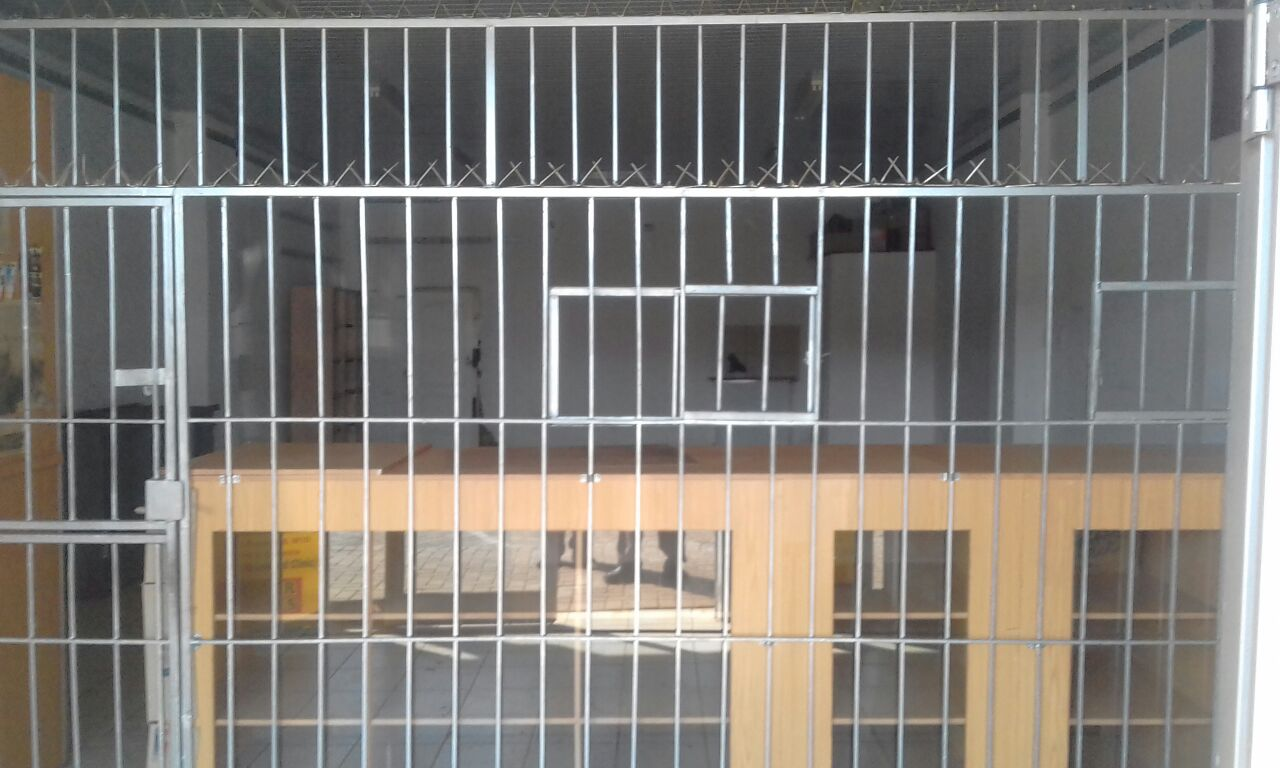 Burglar bars for shop counter