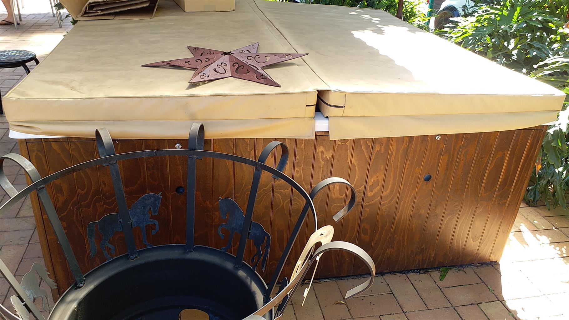 Jacuzzi 2x2 just about new