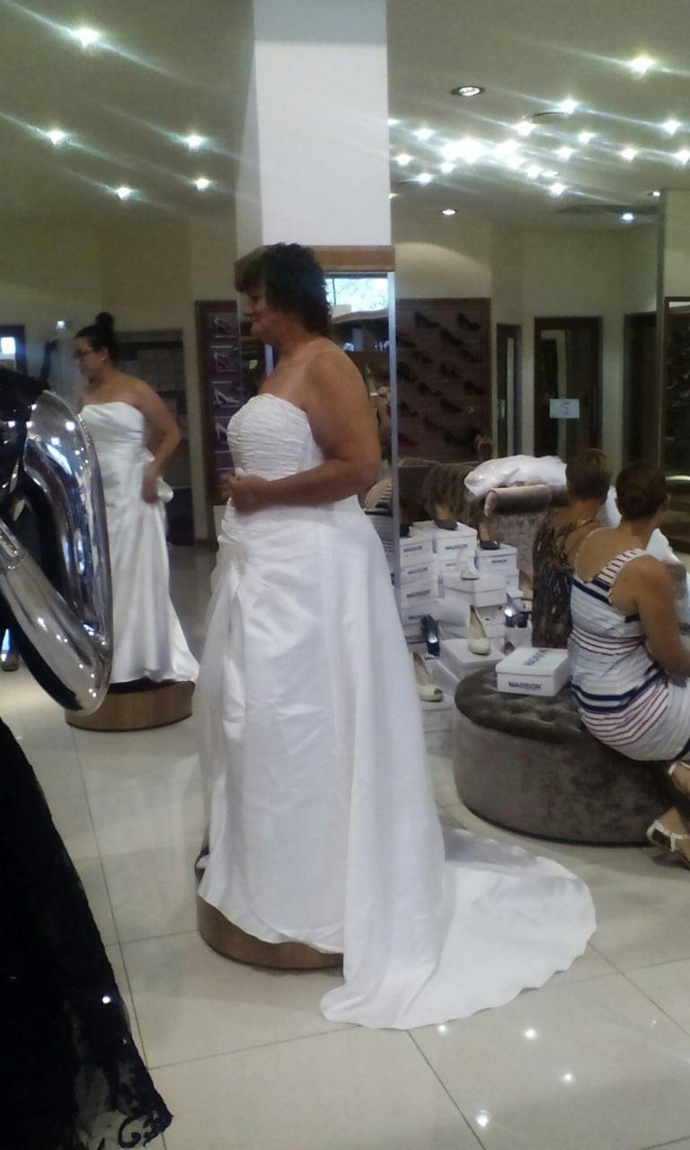 Ivory wedding dress, long veil & tiarra