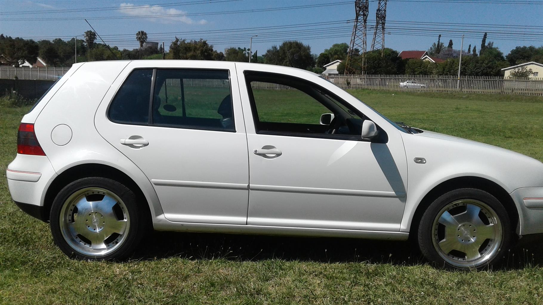 Golf 4 2.0 Hi-Line. Sunroof, leather and great mags. Fully reconditioned engine with guarantee
