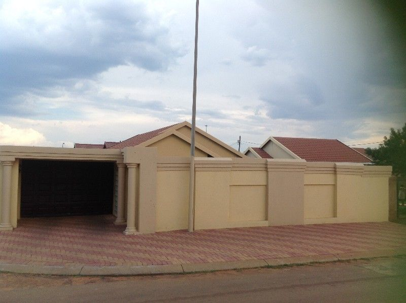 3 bed-roomed house to let in Dobsonville,Soweto