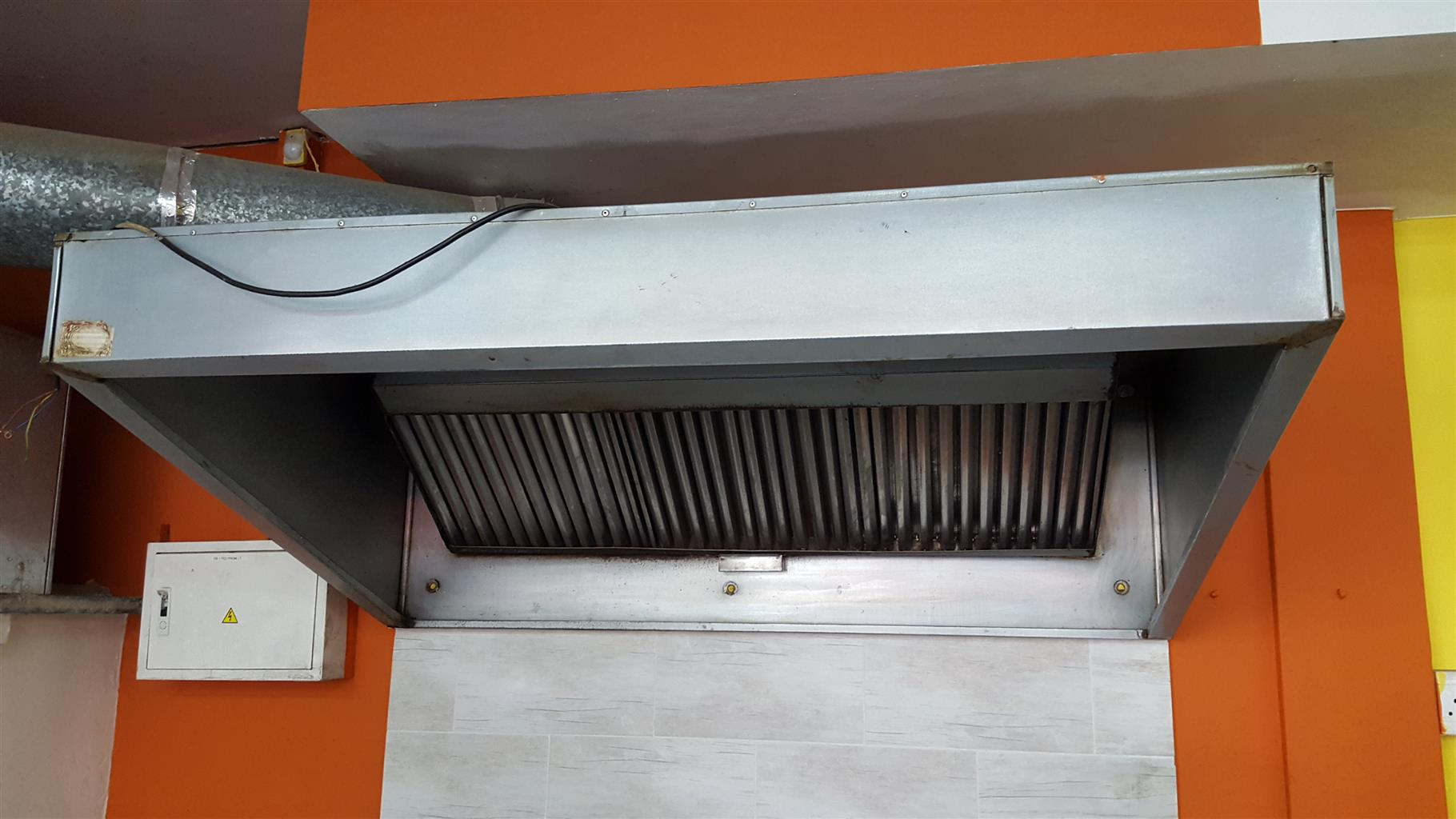 Extractor canopy and the Fan