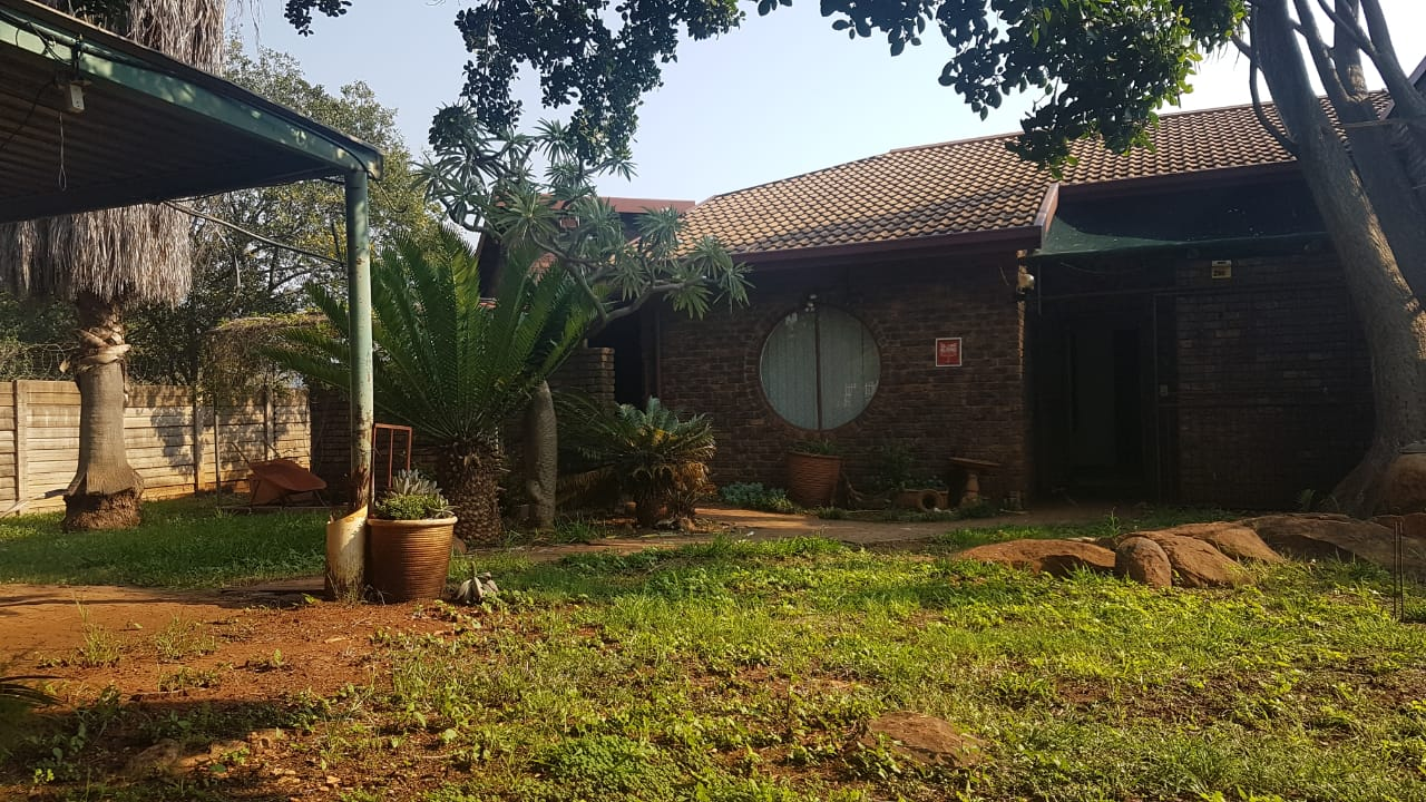HOUSE  IN DOORNPOORT PRETORIA
