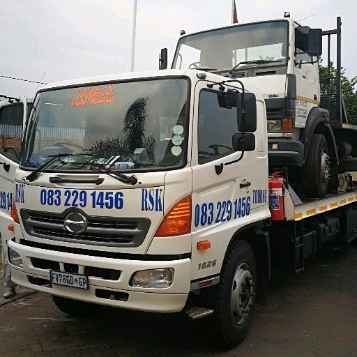 Towing breakdown recovery service