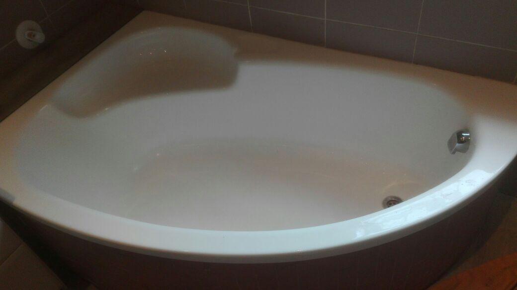 Corner bath for sale R500 | Junk Mail