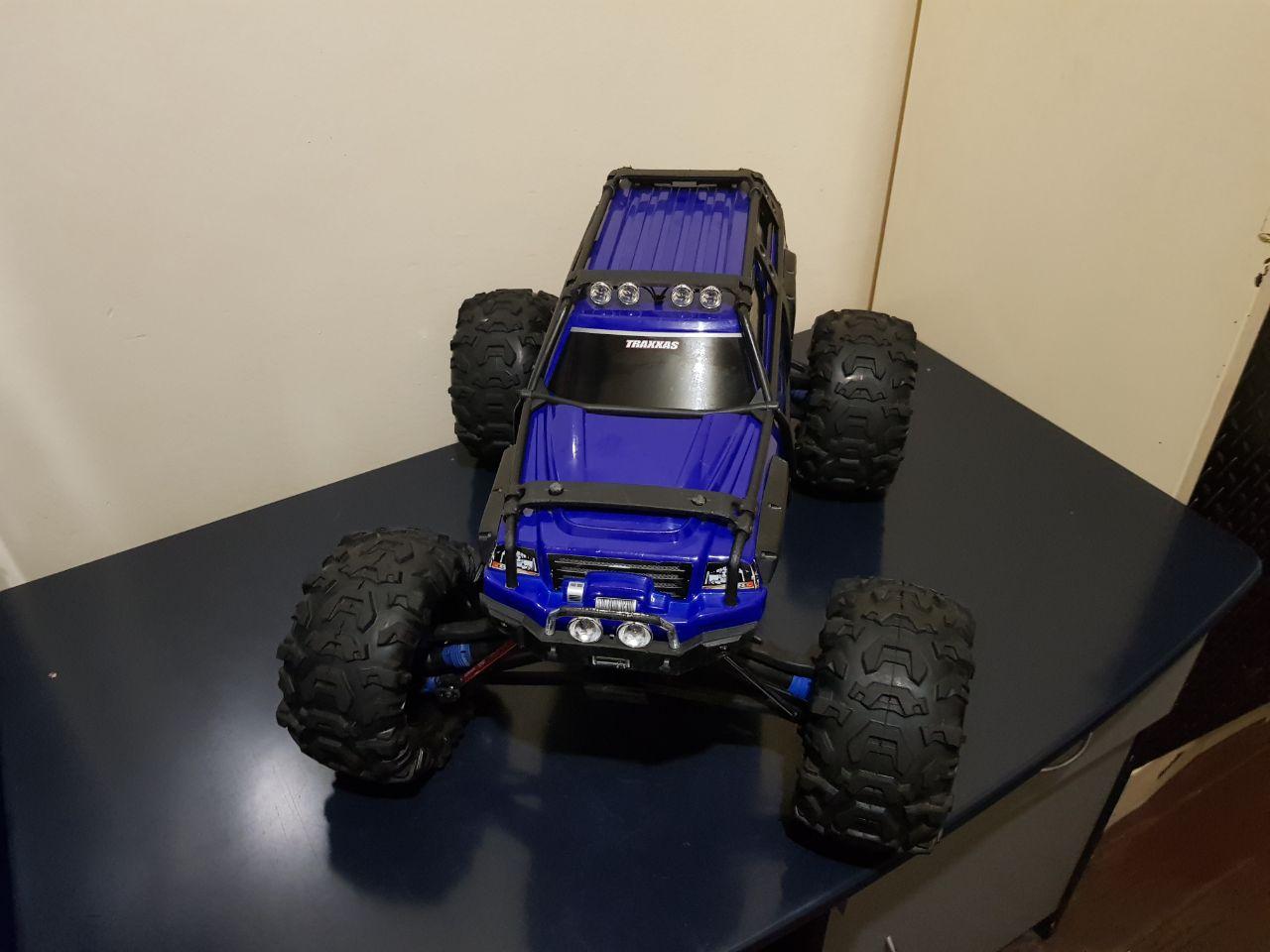 Traxxis Summit Remote control car