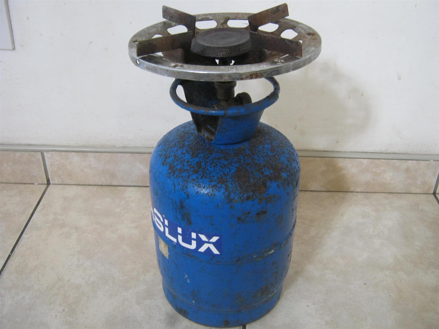 Gaslux 7kg Gas Cylinder and Cooker Top