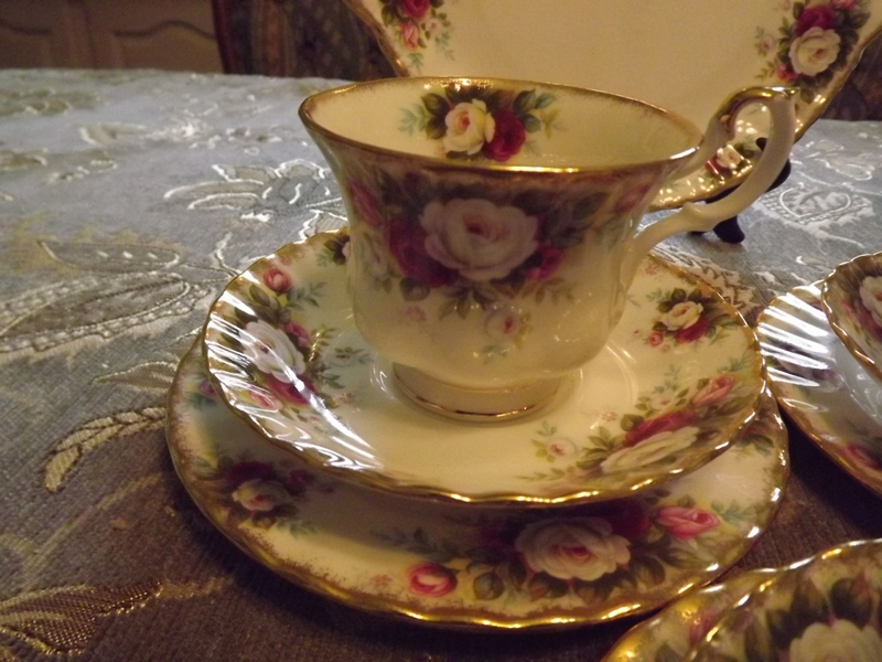 Royal Albert Celebration 26 piece tea set complete for 6 people And IS BRAND NEW even though it is very old.