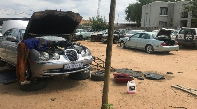 Jaguar S type stripping for spares X200