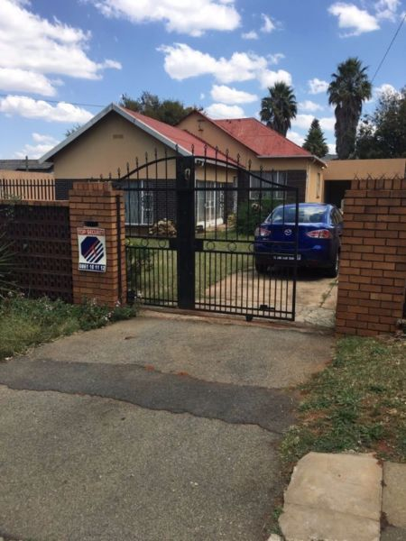 Primrose - Spacious 3 bedrooms 1 bathroom house available R8700