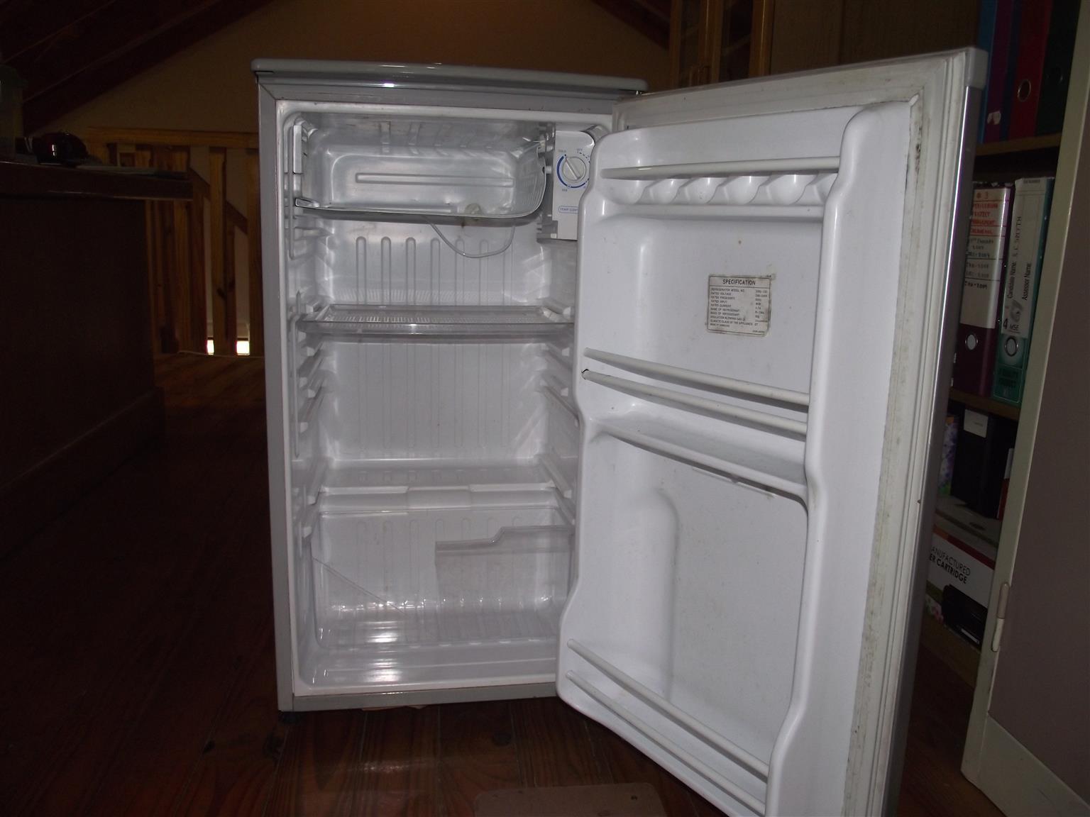 samsung bar fridge freezer for sale junk mail. Black Bedroom Furniture Sets. Home Design Ideas