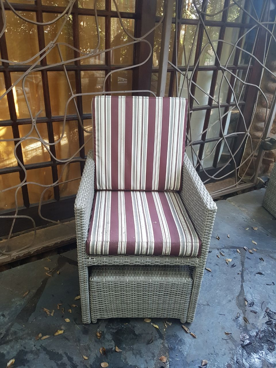 Beautiful outdoor suite for sale. Excellent condition.