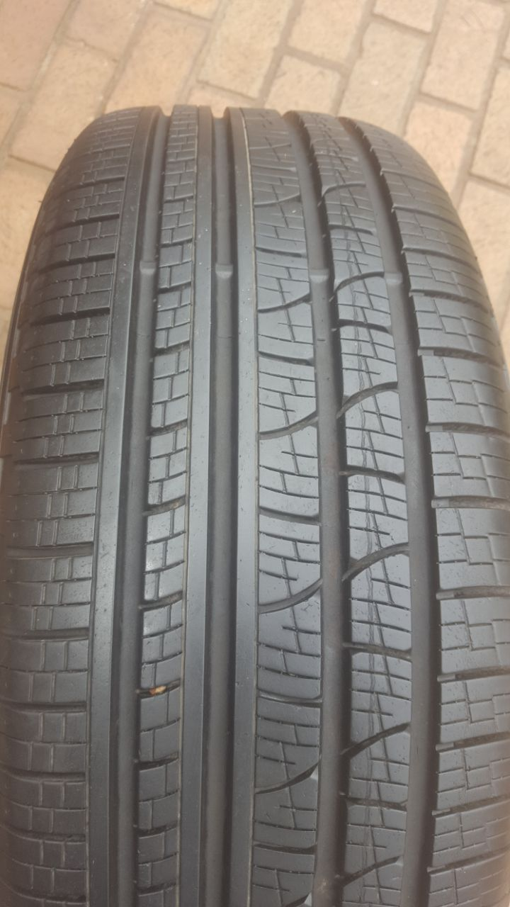 One 80% tread 235/60/18 Pirelli Scorpion Verde Tyre R1000