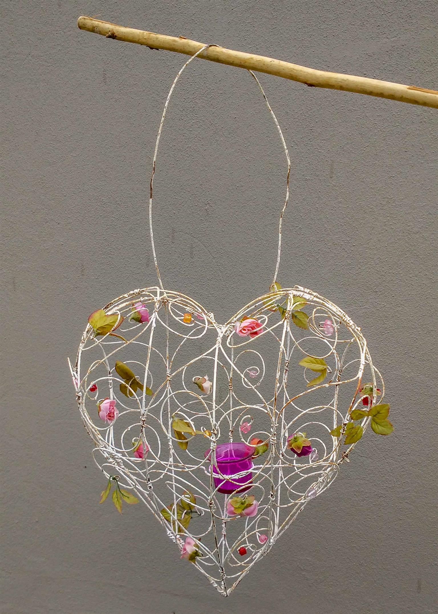 Nostalgic wire heart with built in candle-holder