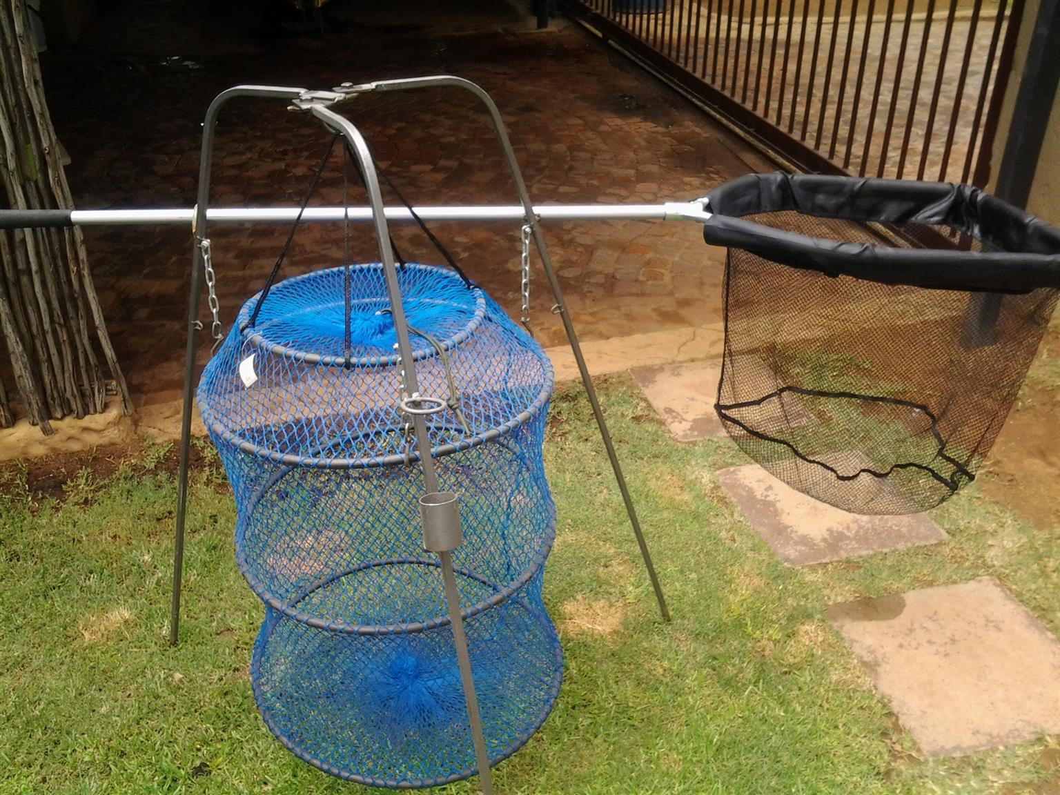 brand new keep net with stand....skep net used once