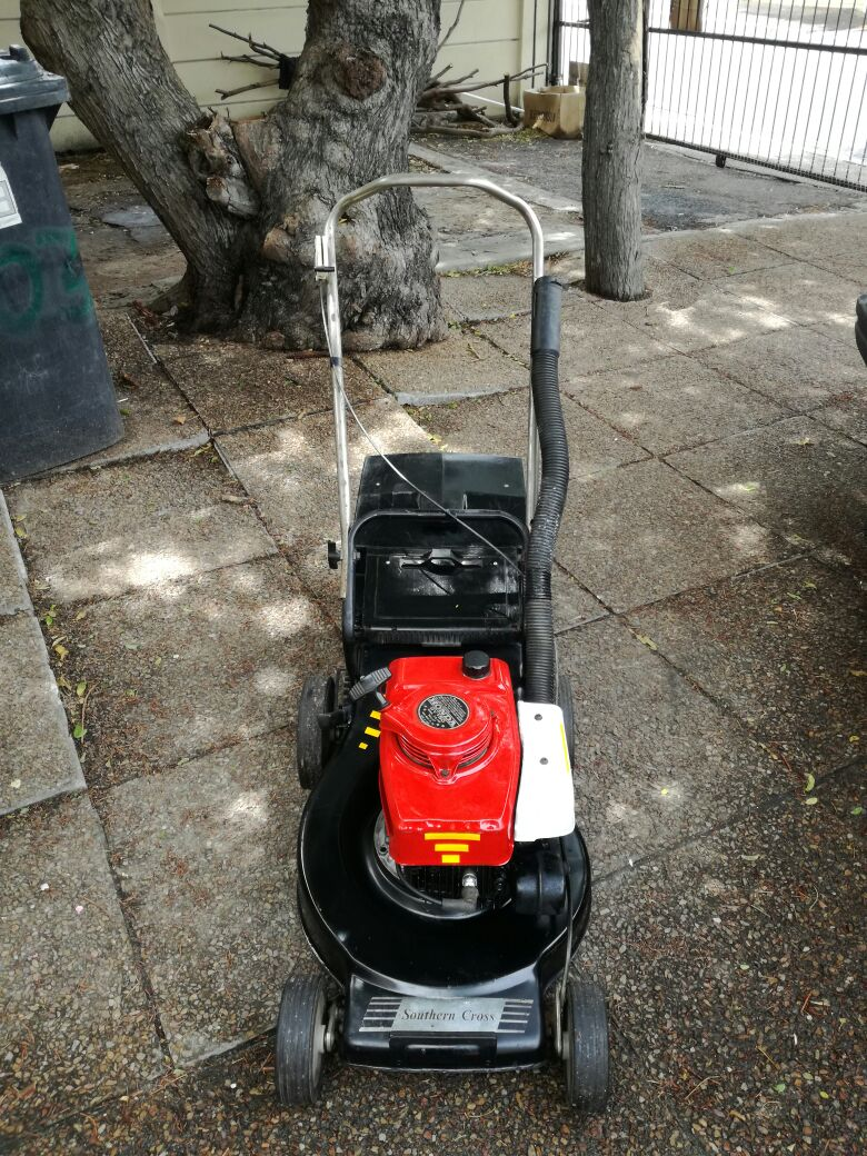 Honda GV150 Petrol lawnmower in excellent condition