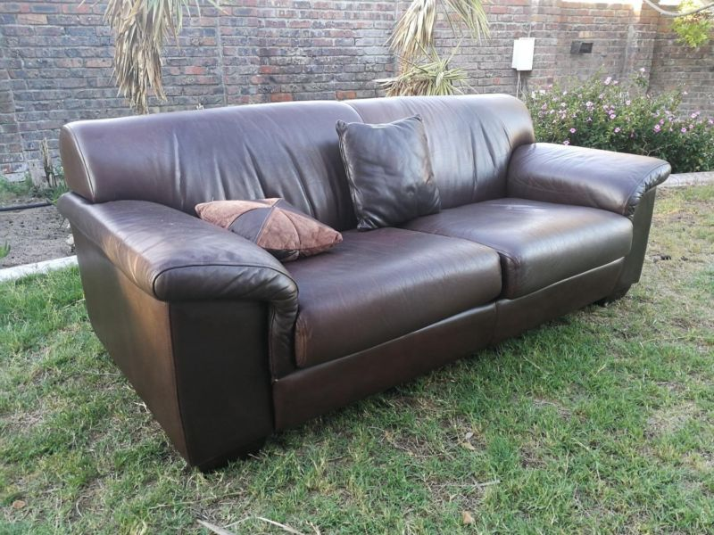 Set of 2 x Coricraft Leather Couches ef1a48e65