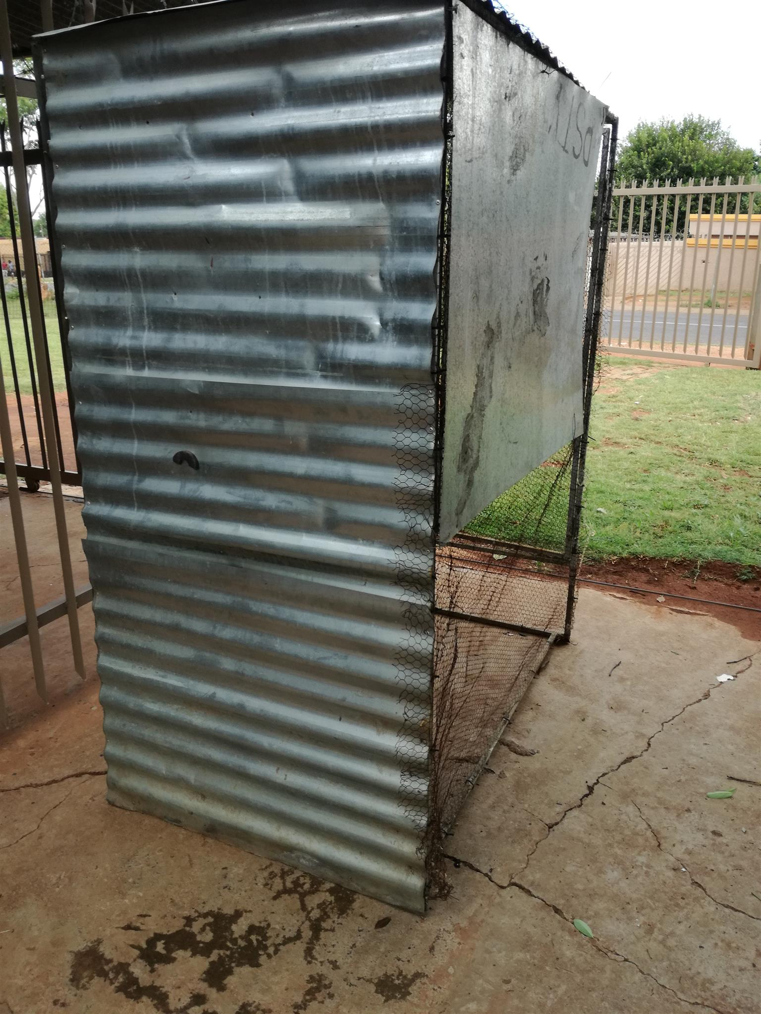 Walk in aviary for sale R 550