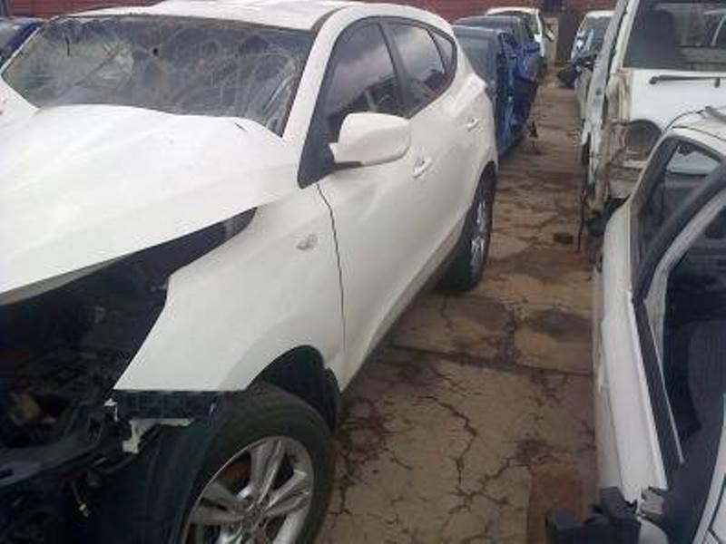 Hyundai IX 35 2.0 petrol now for stripping.