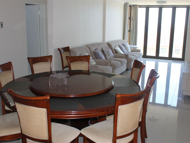 9 SEATER dinning room suite