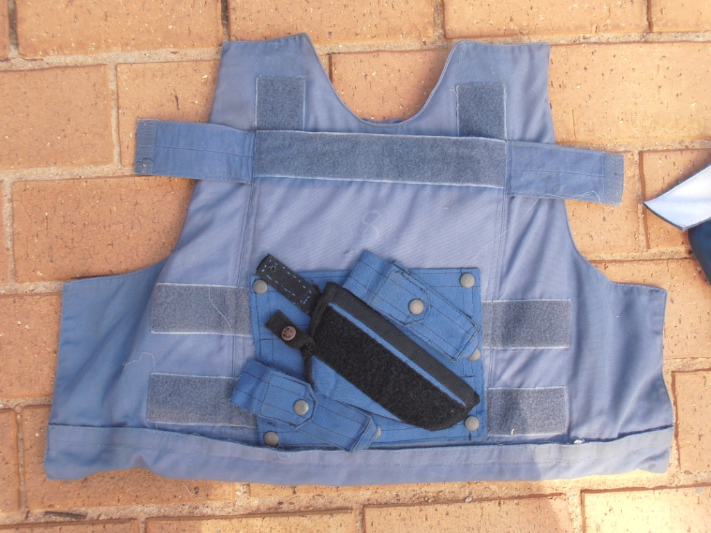 Bullet proof vest with 2 plates