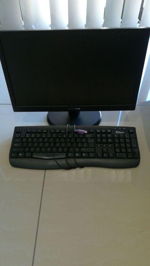 Lenovo 18.5 inch LED backlight monitor met keyboard