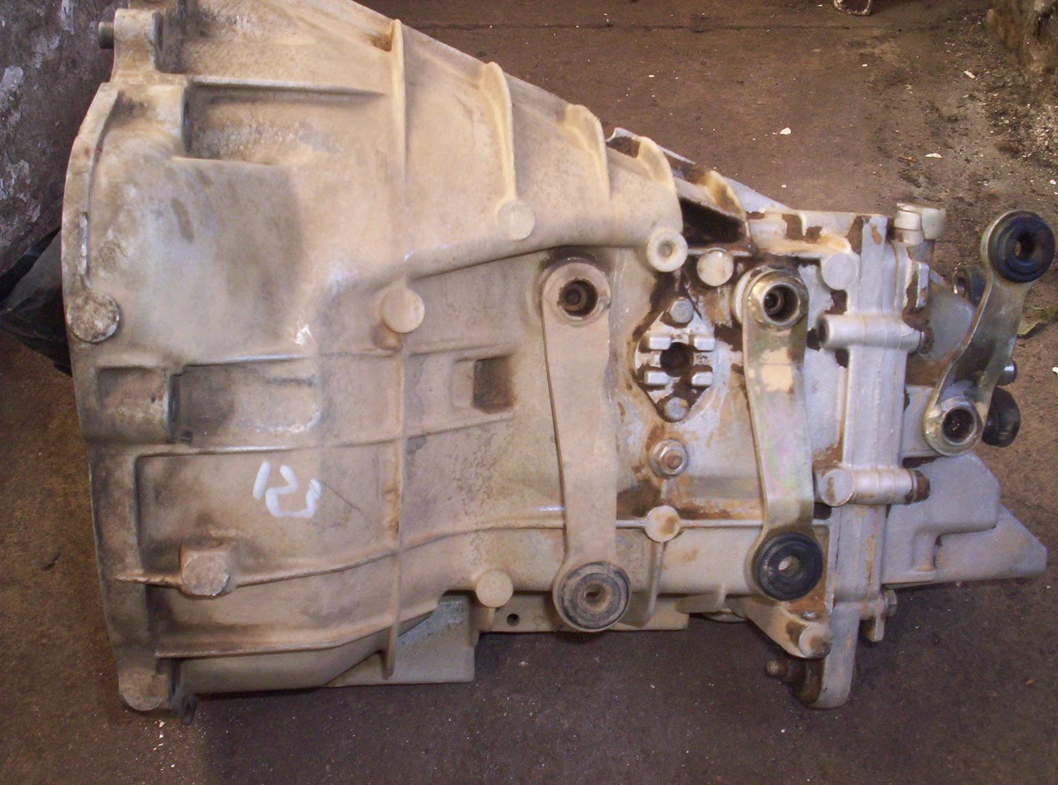 Mercedes 200 / 230e manual gearbox