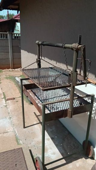 Steel braaier on wheels