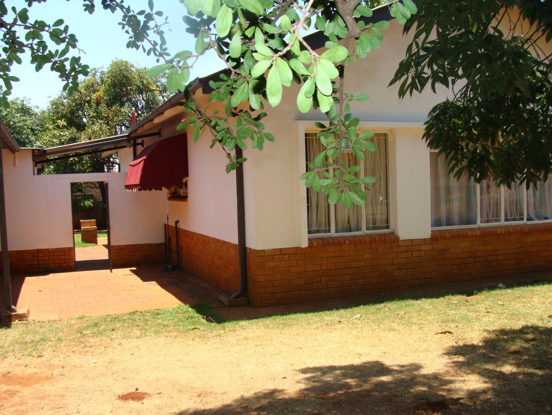 STUNNING HOUSE IN SINOVILLE PRETORIA