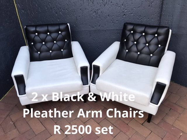 BLACK AND WHITE PLEATHER ARM CHAIRS