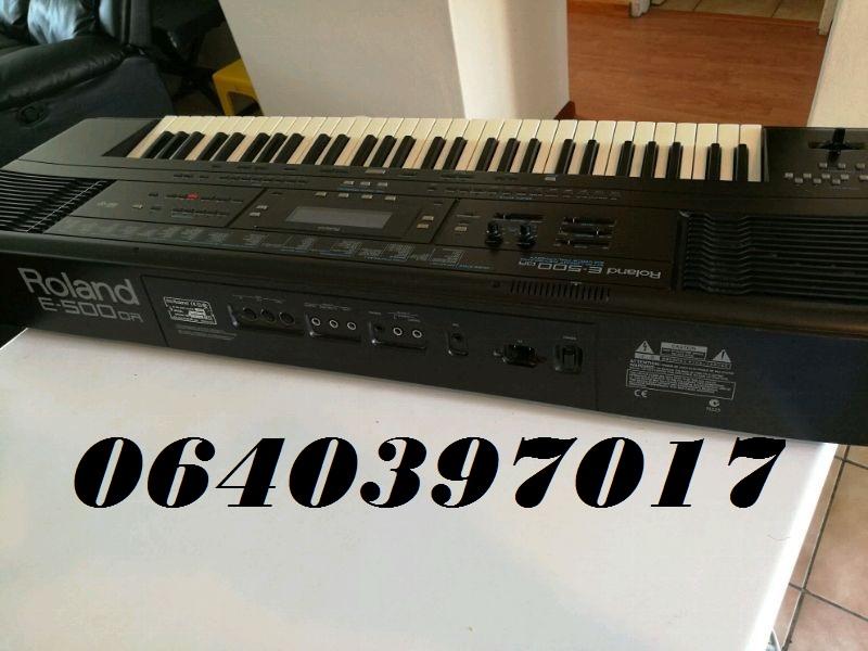Selling Roland E 500 keyboard