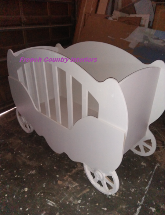 Unique carriage design baby cot