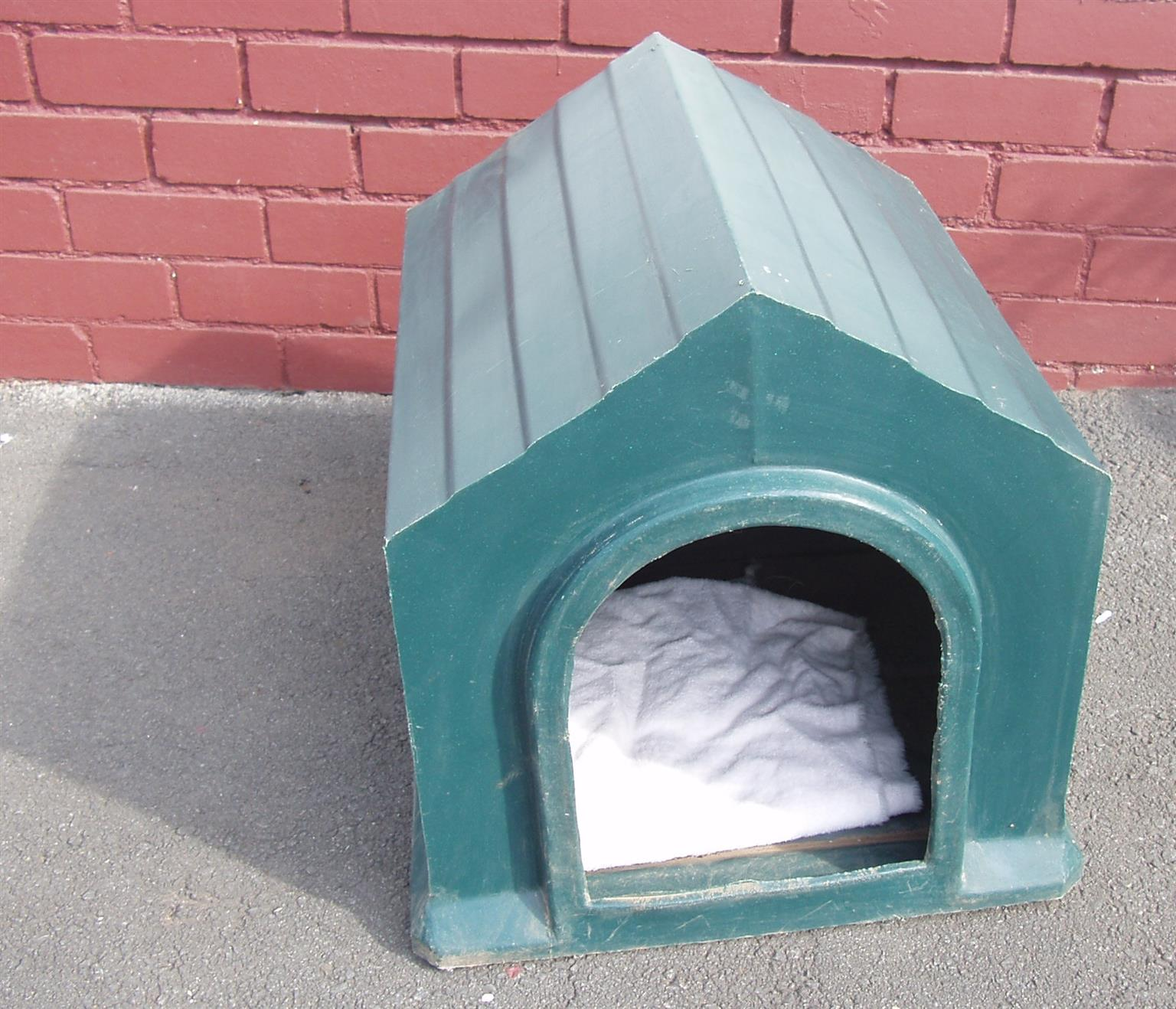 Plastic dog kennel - 48(W) x 51.5(h) x 55.5(L)