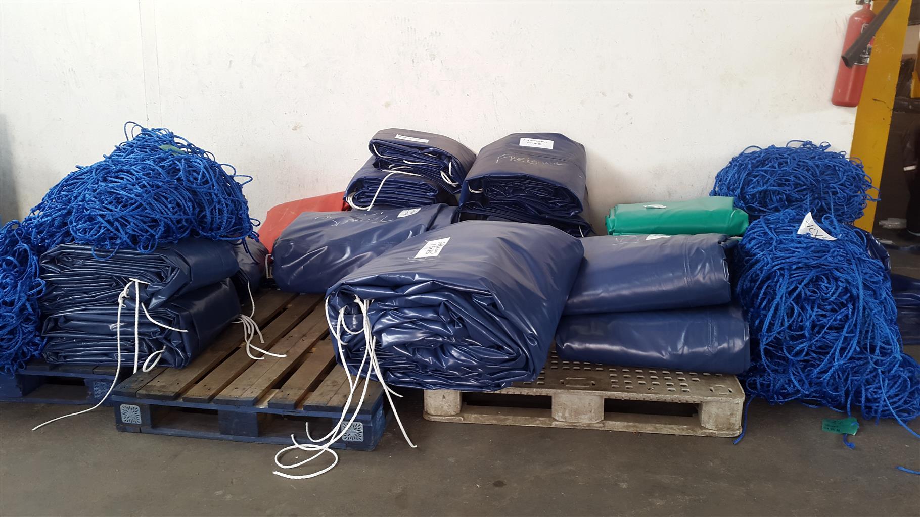 FLAT DECK TRUCKS TARPAULINS FOR SALE(R3000)