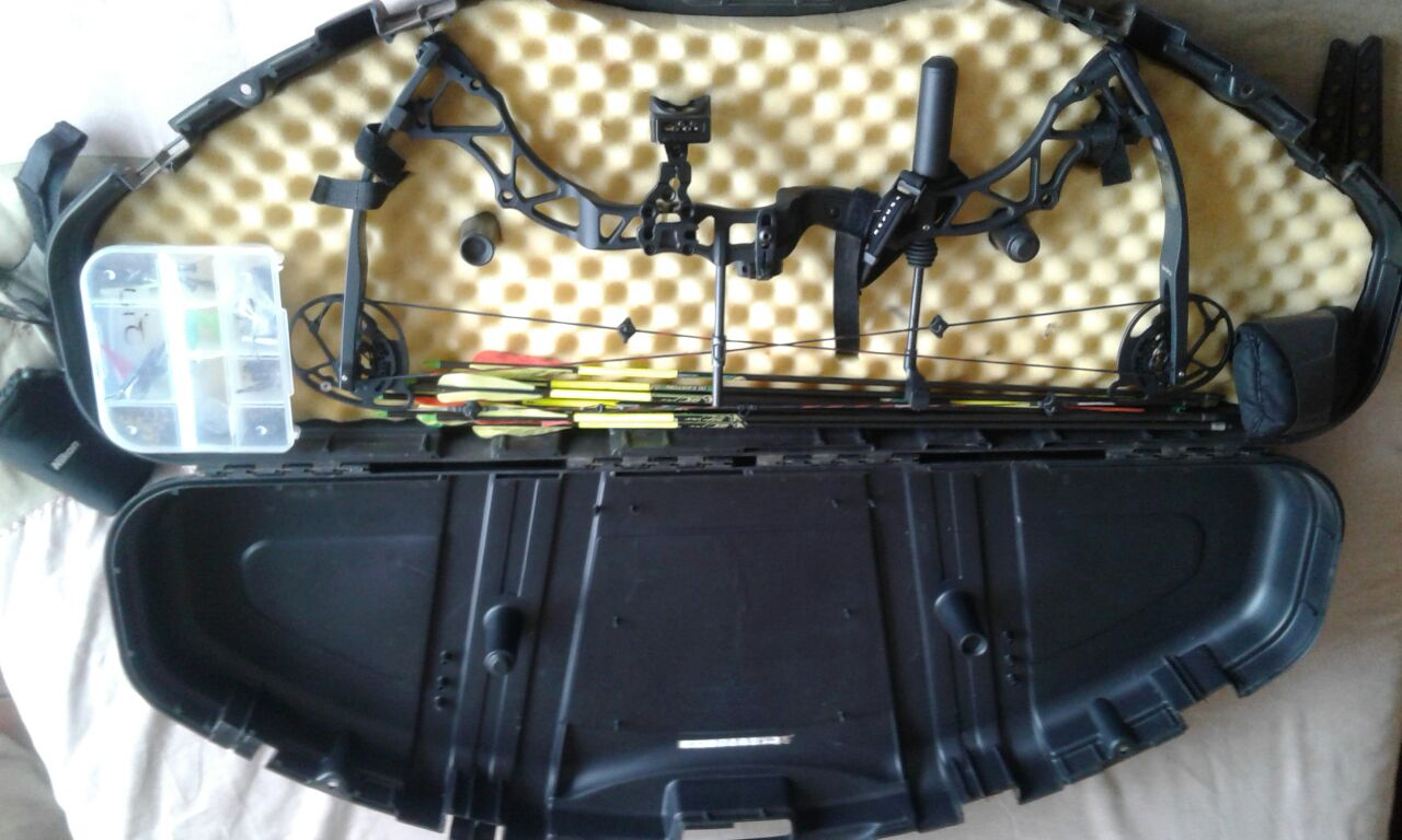 BOWTECH ASSASSIN BOW WITH LOADS OF EXTRAS
