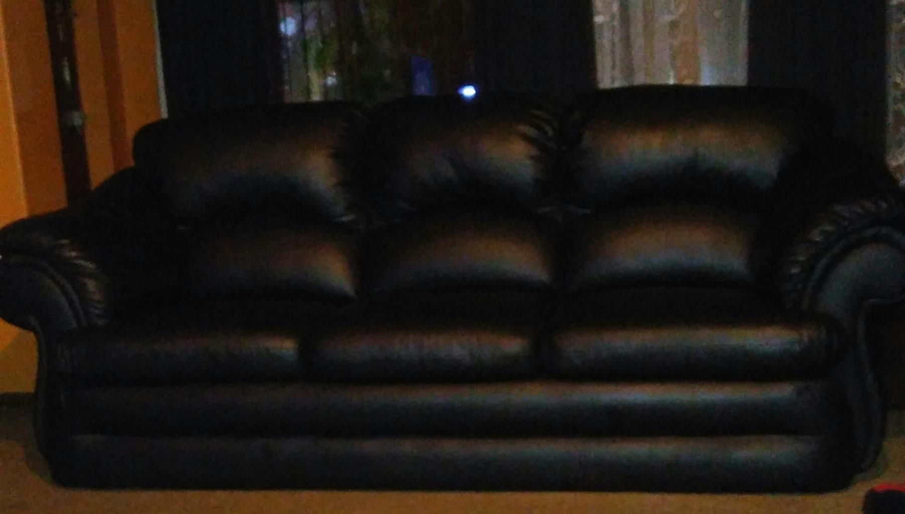 Leather upper lounge suite